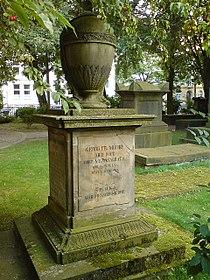 Georg Friedrich Mühry Grabmal mit Carl G. H. Mühry auf dem Gartenfriedhof in Hannover.jpg