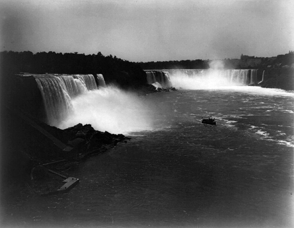 description of niagara falls Niagara falls was where commercial hydroelectric power all started in niagara, usa, nikola tesla created an invention that turned water into power that could be sent to homes and businesses in 1895 one of the world's first commercial hydroelectric power plants was built.