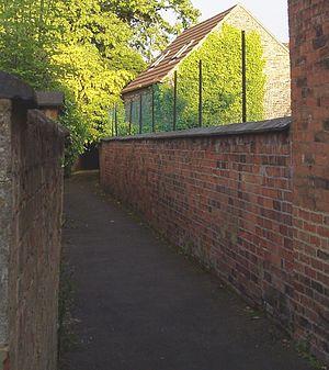 Ockbrook - Gitty between old buildings.