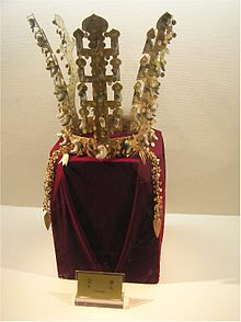 e6548be0727 Gold crown from Cheonmachong made in the Korean kingdom of Silla.