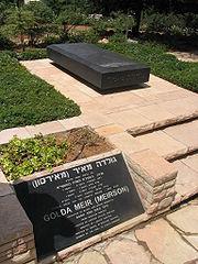 La tomba di Golda Meir al cimitero del monte Herzl