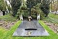 Grób kardynała Aleksandra Kakowskiego na cmentarzu Bródnowskim w Warszawie.jpg