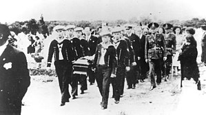The Battle of the River Plate (film) - Langsdorff's funeral
