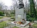 Grave of Karl Marx Highgate Cemetery in London 2016 (07).jpg