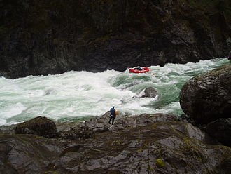 Illinois River (Oregon) - Rafting the Green Wall Rapids on the Illinois River