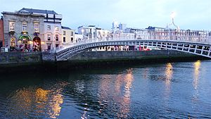 Ha'penny Bridge - Ha'penny Bridge at night