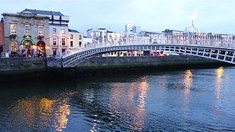 Ha'penny Bridge - Ha'penny Bridge at night