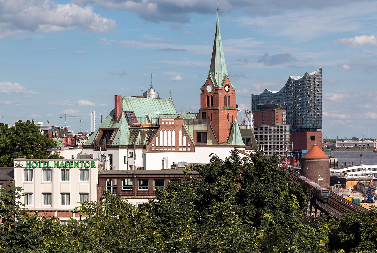file hamburg schwedische gustaf adolfs kirche und elbphilharmonie 2016 wikipedia. Black Bedroom Furniture Sets. Home Design Ideas
