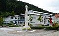 Hauptschule Waldbach, Mariensäule.jpg