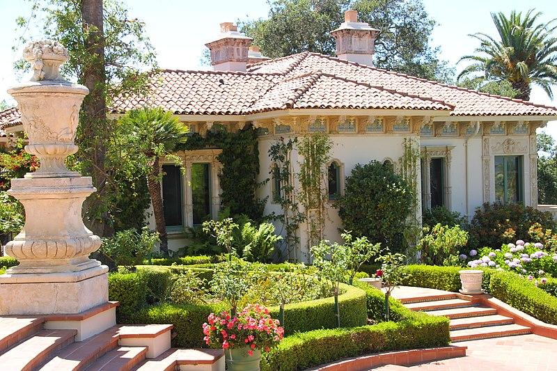 File:Hearst Castle - San Simeon, CA - guest house.jpg
