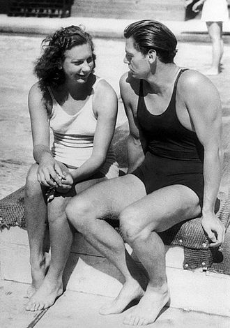 Helene Madison - Madison (left) with Johnny Weissmuller at 1932 Olympics