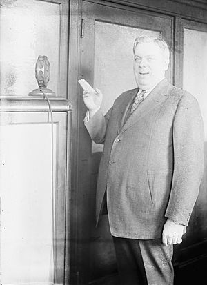 Henry Burr - Burr with microphone.