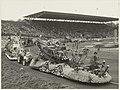 Het Aalsmeerse Bloemencorso in het olympisch Stadion te Amsterdam. NL-HlmNHA 54011085.JPG