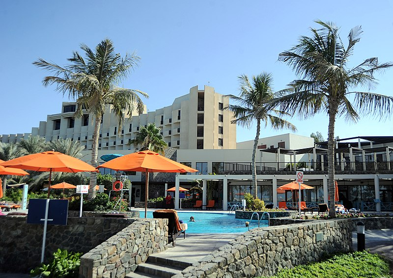 File:Hotel pool - panoramio.jpg
