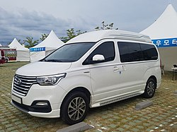Hyundai The New Grand Starex Limousine Front-Side.jpg