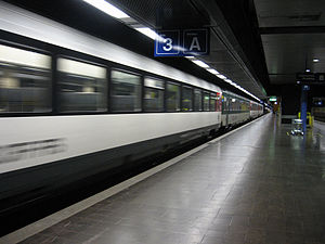 IC train departing Gare de Genève-Aéroport.jpg