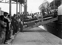 Inmigrantes europeos llegando a Argentina.jpg