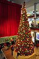 Innenansicht des weihnachtlich geschmückten Hauptfoyers im Glattzentrum Wallisellen 2011-11-19 18-49-54 ShiftN.jpg