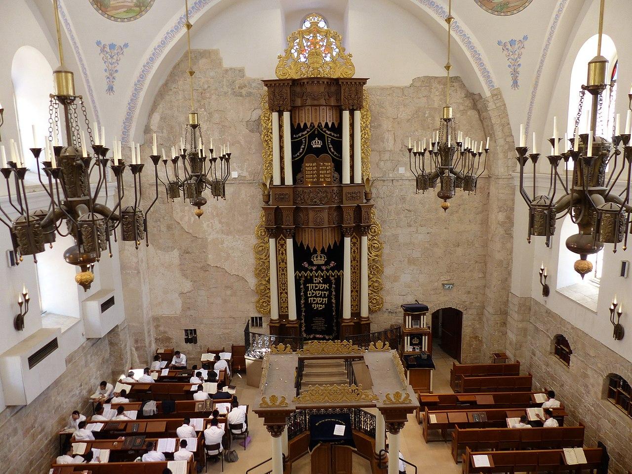 File:Interior de la sinagoga Hurva, Jerusalén, Israel ...