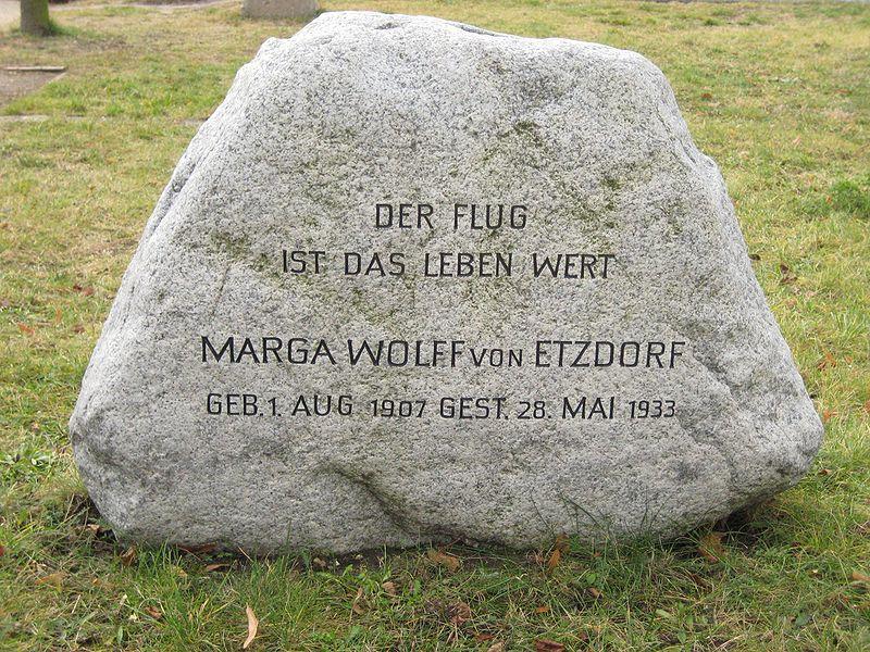 File:Invalidenfriedhof, Grab von Etzdorf.jpg