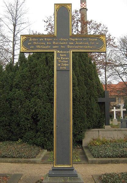 File:Invalidenfriedhof, Grabmal Friesen, Rückseite.jpg