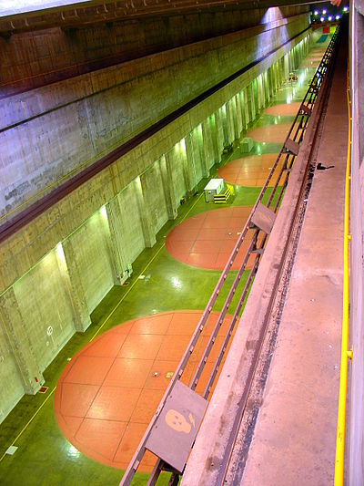 Itaipu Décembre 2007 - Salle des Générateurs 2.jpg