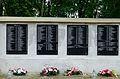Józefów - kościół - pomnik przy murze (02).jpg