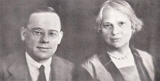 Jan Hendrik Hofmeyr (1894–1948) - Jan Hofmeyr with his mother Deborah. She lived with and took care of her son throughout his life and even outlived him. Deborah was a widow and Jan remained a bachelor.