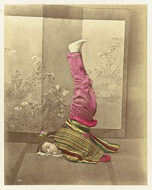 Baron Raimund von Stillfried - Image: Japanese woman on her head by Baron von Stillfried
