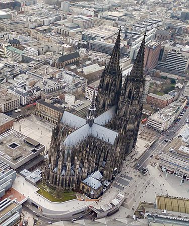 Kölner Dom Luftbild - cologne cathedral aerial (24721848444) (cropped).jpg