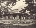 KITLV 100469 - Unknown - Pavilion (Nautch House) surrounded by ponds in the Shalimar Gardens at Sriganar in British India - Around 1870.tif