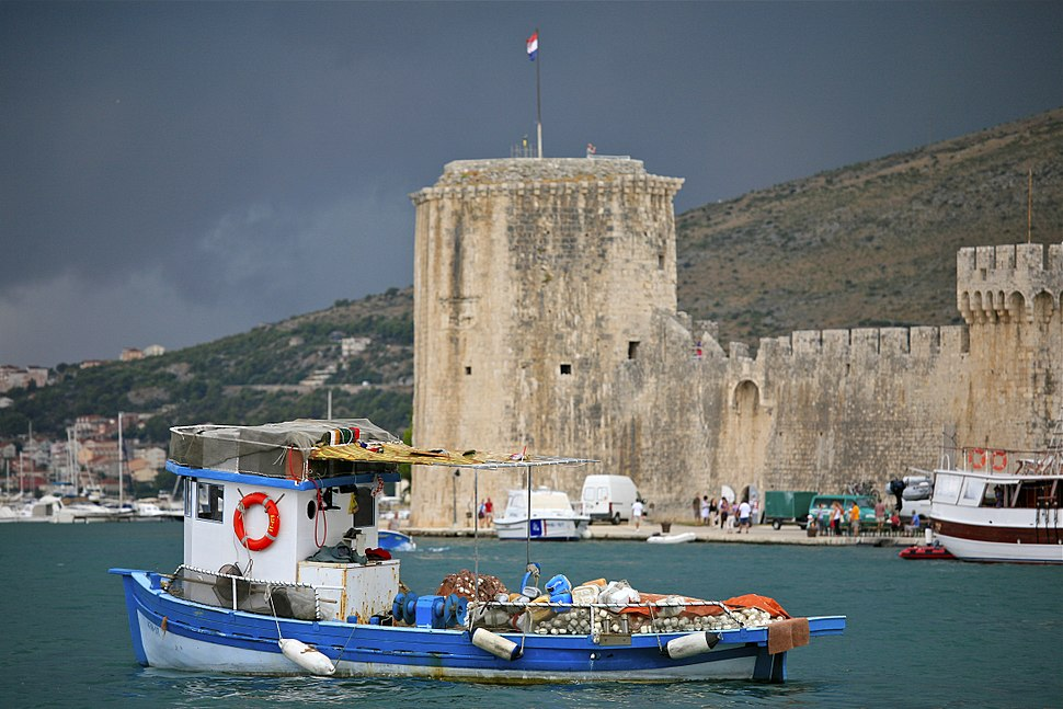 Kamerlengo Castle and the Fishing Boat (5975779114)