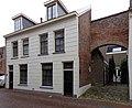 Kampen Voorstraat 11-13-15 met poort.jpg