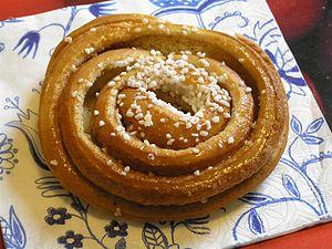 Nib sugar - Swedish cinnamon bun with crushed nib sugar