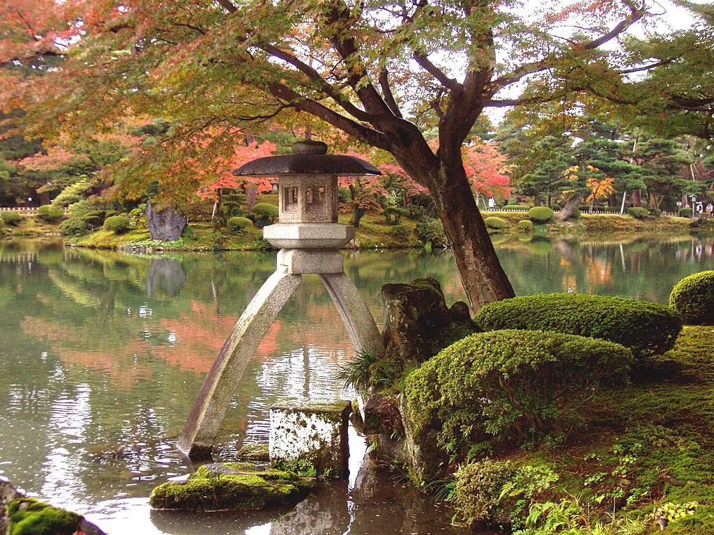 File kenrokuen linterna fall jpg wikimedia commons for Jardin kenrokuen