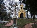 Kereszt és temetőkápolna, Gölle.jpg