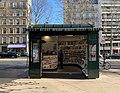 Kiosque à journaux, avenue Marceau (Paris) en janvier 2020.jpg