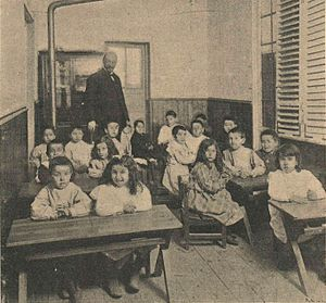 Institución Libre de Enseñanza -  Alumni of primary education of the Free Institution of Education, c. 1903 photograph of Christian Franzen.