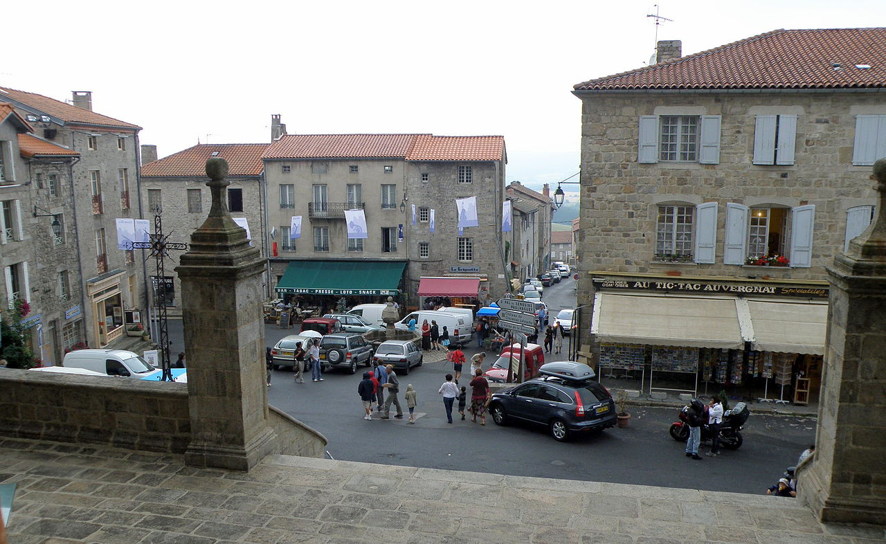 Fichier La Chaise Dieu Place De L Abbaye Jpg Wikipedia