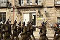 La tropa pasando ante la Casa Cuartel de la Guardia Civil de Tuy (15448992602).jpg