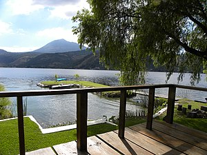 Lake Amatitlán, tree house view - panoramio.jpg