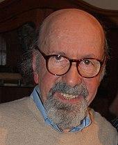 photo en couleur de Larry Lieber en 2012 chauve, barbu et à lunettes