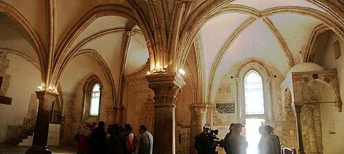 عليّة صهيون، حيث تم العشاء الأخير والعنصرة، وكانت مركز المسيحية المبكرة الأول.
