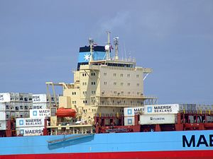 Laust Maersk p06 approaching Port of Rotterdam, Holland 14-Jul-2007.jpg