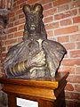 Le Chateau Trakai statue du Grand duc de Lithuanie Vytautas.jpg