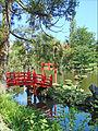 Le pont rouge (Parc oriental, Maulévrier) (7308641480).jpg
