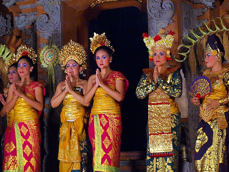 File:Legong Dance, Ubud, Bali 06.JPG