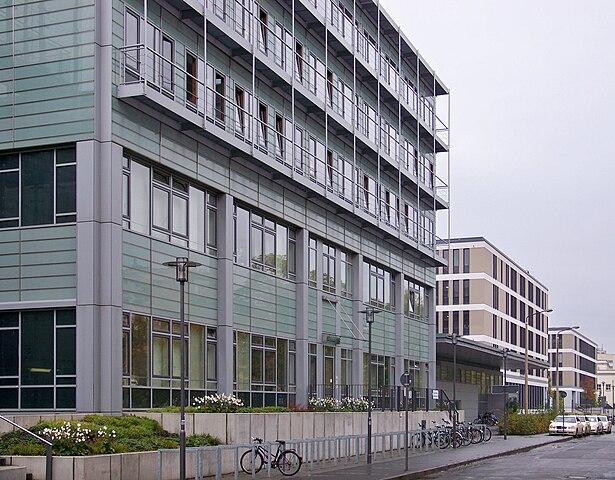 Universitätsklininikum Leipzig - hier: Zentrum für Konservative Medizin - (C) Johannes Kazah - CC 3.0 via Wikimedia Commons
