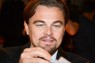https://upload.wikimedia.org/wikipedia/commons/thumb/3/3a/Leonardo_DiCaprio_avp_2013.jpg/375px-Leonardo_DiCaprio_avp_2013.jpg