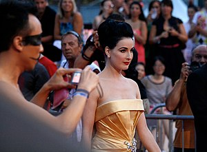 Life Ball 2010, red carpet, Dita von Teese 1.jpg